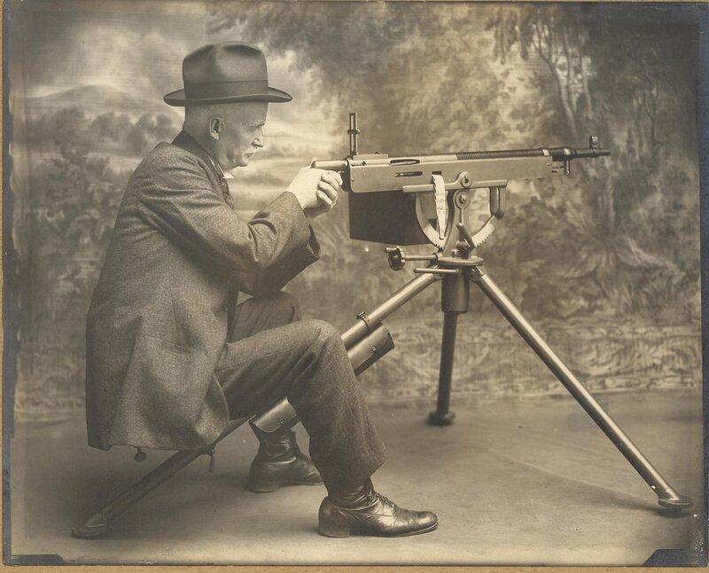 M1895/1914 Colt-Browning machine gun, John Moses Browning, gunner