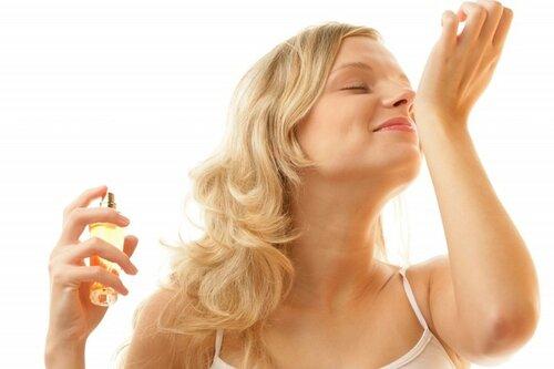 Как выбрать женские духи с идеальным ароматом