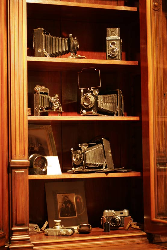 `Cabinet-portrait`. Ресторан авторской кухни / музе5a8й фототехники.