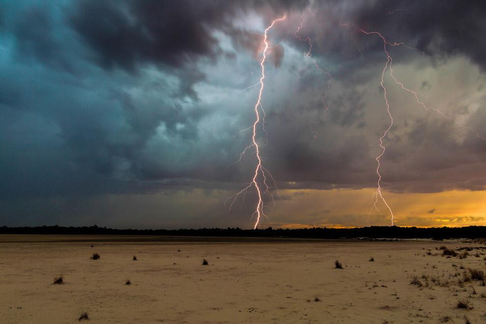 Средняя длина молнии – 2.5 км, хотя некоторые разряды простираются в атмосфере на расстояние до