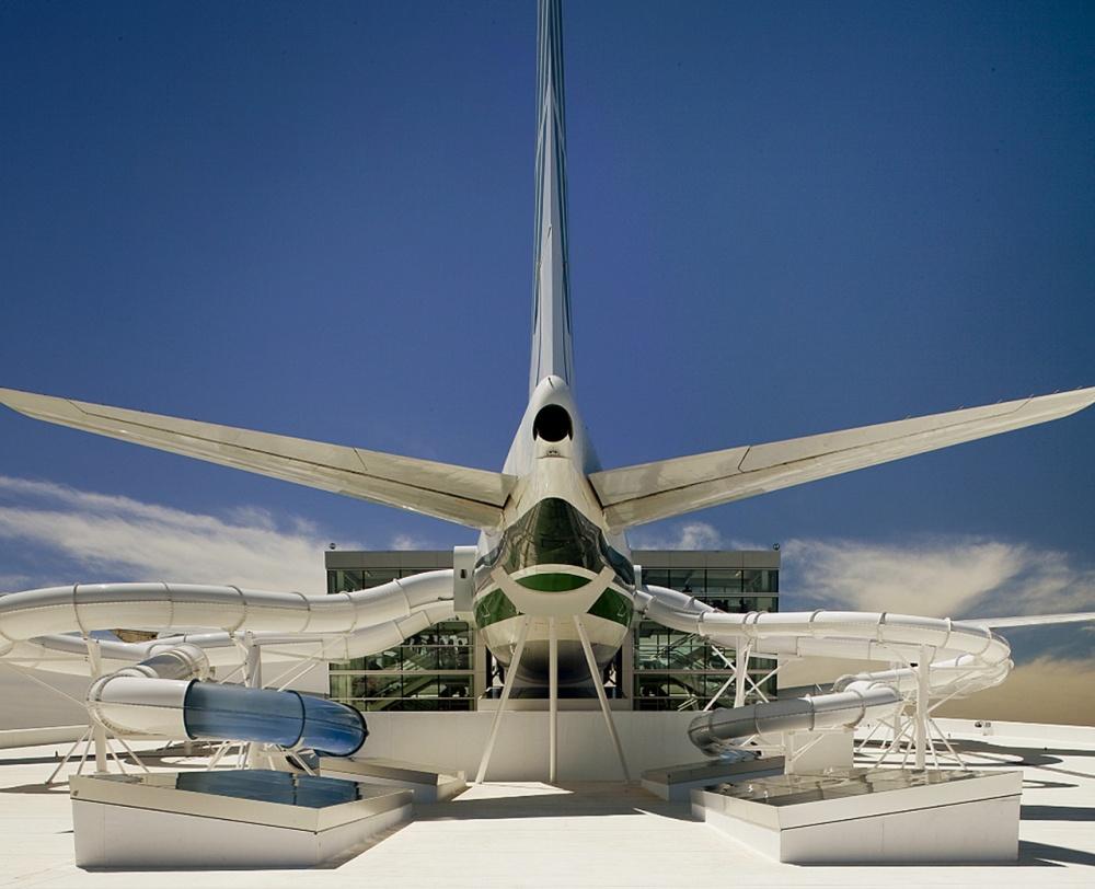 Boeing 747, США. Думаете, это самолет? Аэто водная горка, которая находится ваквапарке Орегона.
