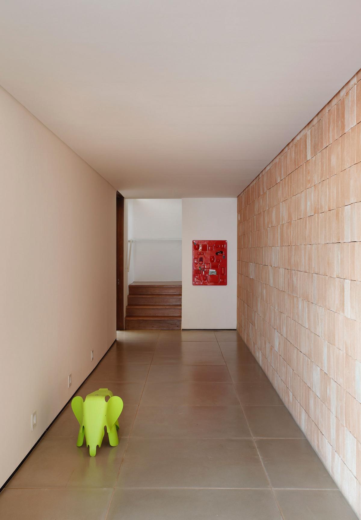 BT House, Studio Guilherme Torres, частный дом из бетона, деревянный фасад дома, дом в Сан-Паулу, особняк в Бразилии, горизонтальный дом