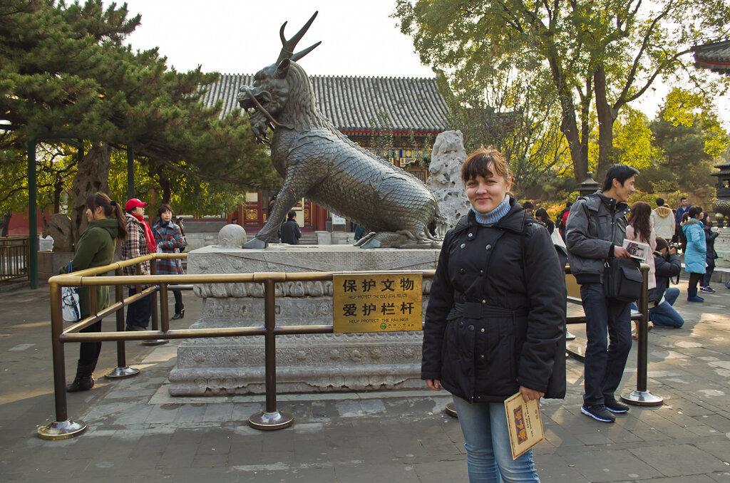Фото. Отдых в Китае. Достопримечательности Пекина. Экскурсия в Летний императорский дворец. Китайской чудо-юдо... на заднем плане... :)