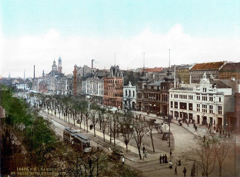 Площадь Шпильбуденплатц, район Санкт-Паули. Здесь на Рождество располагается самый знаменитый рынок Гамбурга