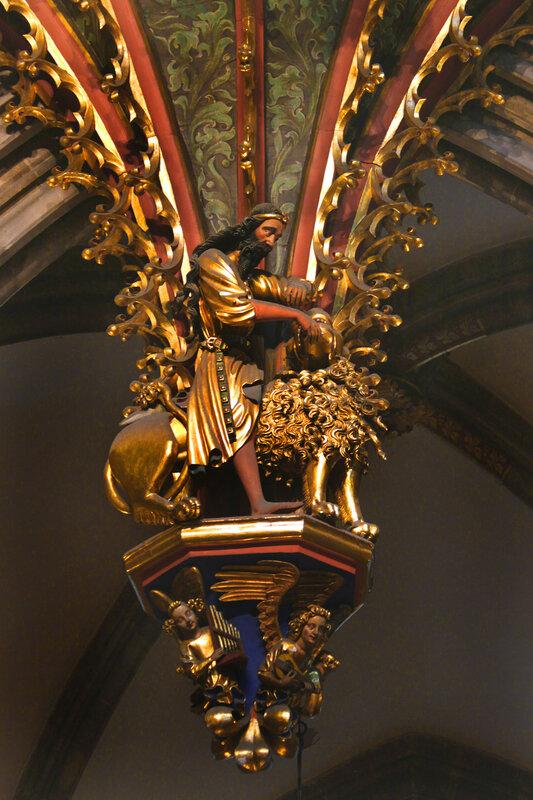 Страсбургский собор. Орган. Самсон, разрывающий пасть льва