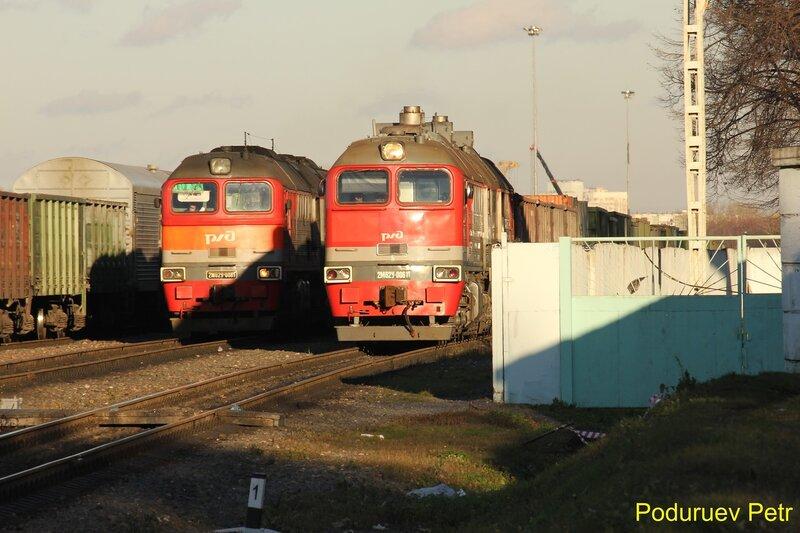 Тепловозы 2М62у-0081 и 2М62у-0061