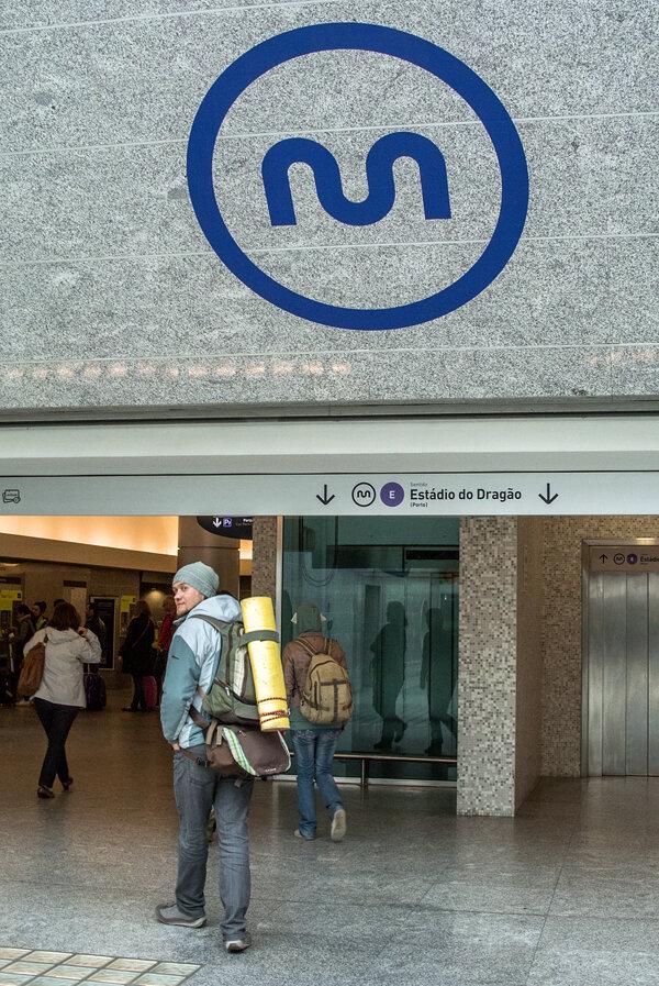 Вход в метро Порту