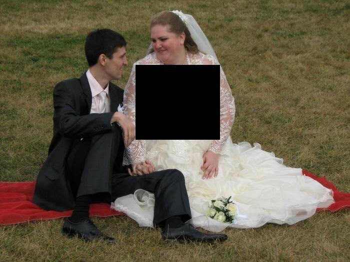 Не очень удачное платье у этой невесты в области декольте