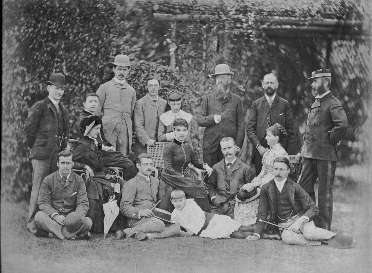 1870. Джон Кэри Холл со сволими токийскими сотрудниками