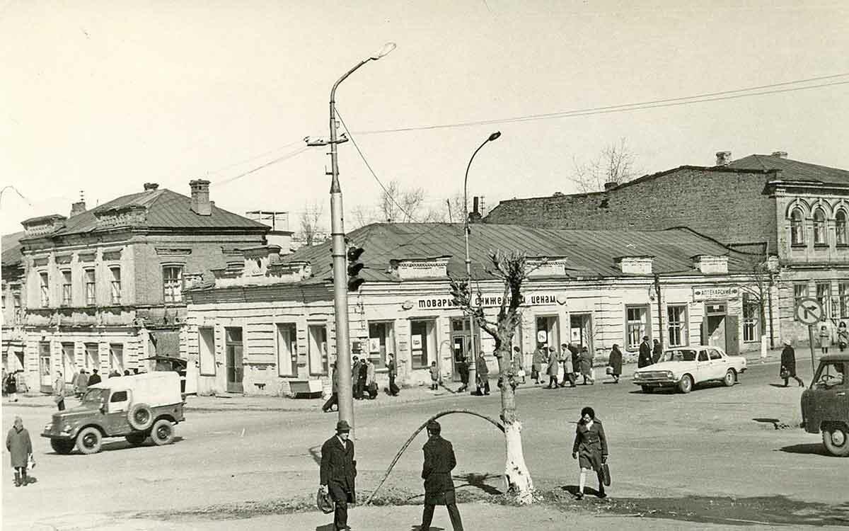 Угол ул.Куйбышева и ул.Екатерининская, 1976 год