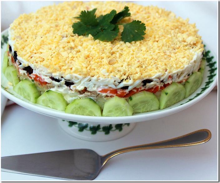праздничный слоеный салат с печенью трески