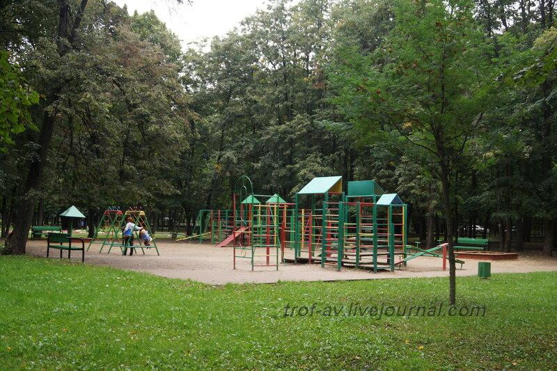 Детская площадка в парке. Мемориально-парковый комплекс героев 1 Мировой войны, Москва