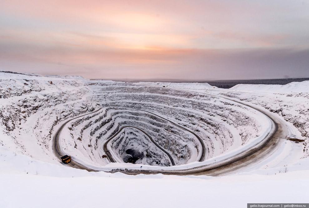 13. В связи с труднодоступностью рудника, добыча здесь осуществляется вахтовым методом.
