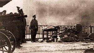 Охрана денежных документов, спасённых при пожаре Апраксина двора. 1914 г.