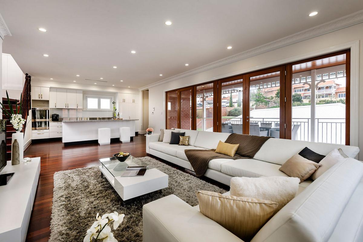 Cambuild, Queens, частный дом Queens, дом в Перте, частный дом в Австралии, особняки в Австралии, деревянный пол в доме фото, большие навесы в доме
