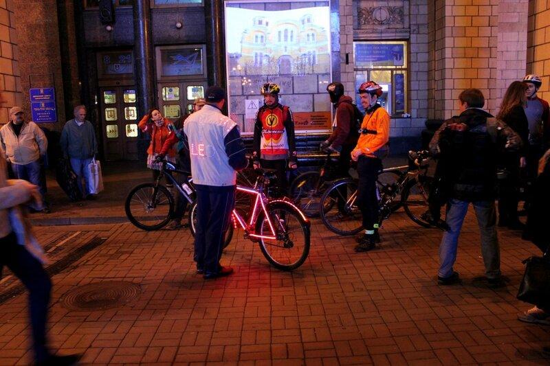 Сбор участников Bike Light Ride 2013
