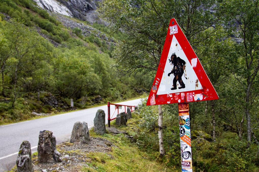 """Знак """"Берегись тролля"""" на Тропе Троллей, Норвегия"""