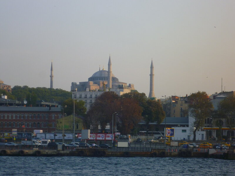Вид центра Стамбула с Босфора (View of Istanbul from the Bosphorus).
