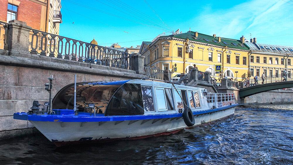 Экскурсия на катере по Фонтанке – море эмоций!