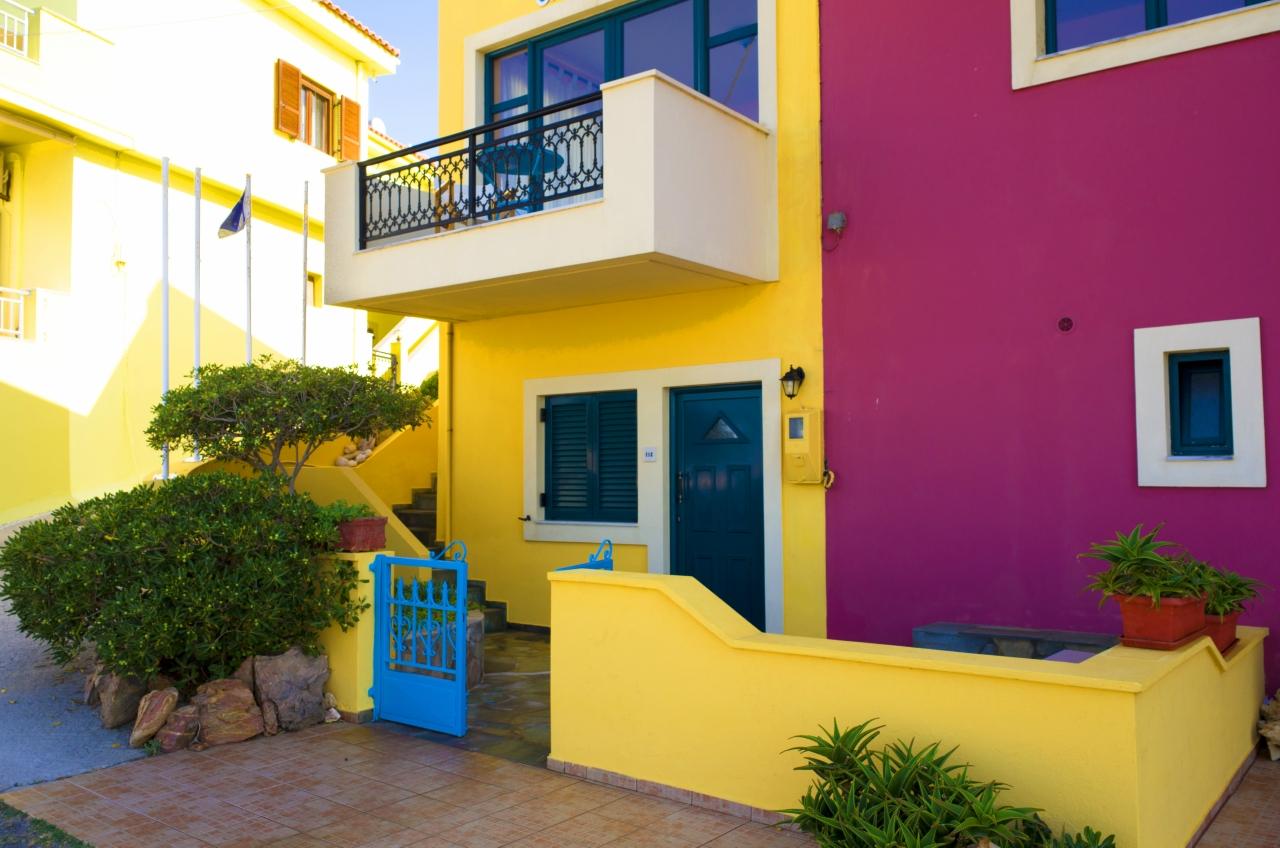 Вход в цветные домики