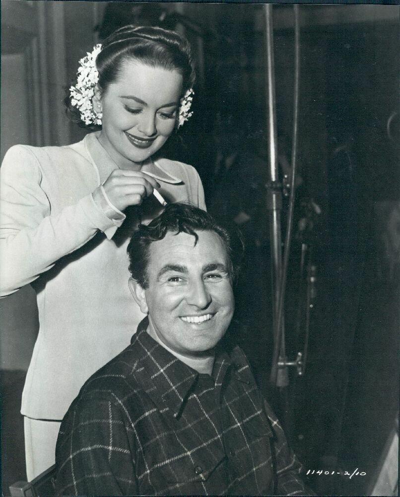 1945, Кинорежиссер Сидней Лэнфилд и актриса Оливия де Хэвилленд