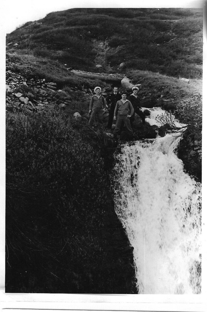 Наш водопад летом и зимой