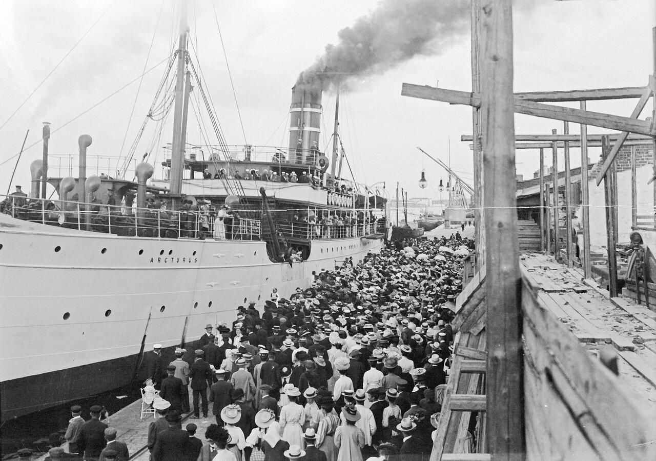 Южная гавань. Корабль «Арктур» отходит от берега