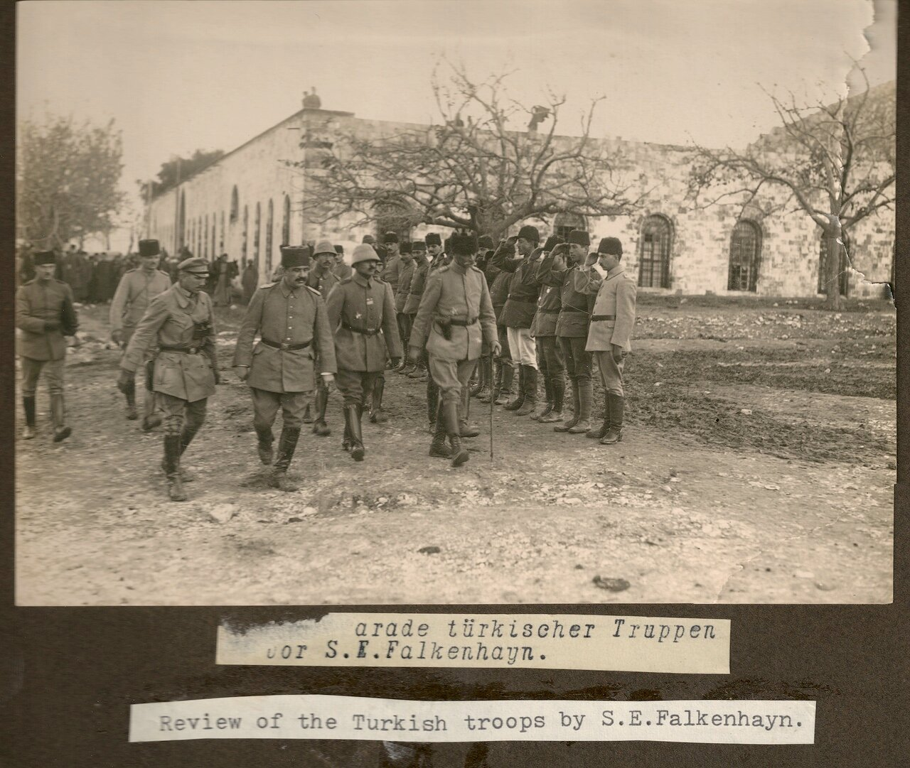 Осмотр турецких отрядов Эрихом Георгом Александром Себастьяном фон Фалькенхайном
