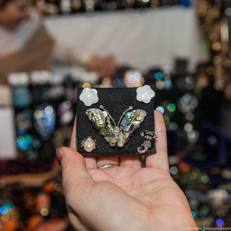 Перламутровая бабочка