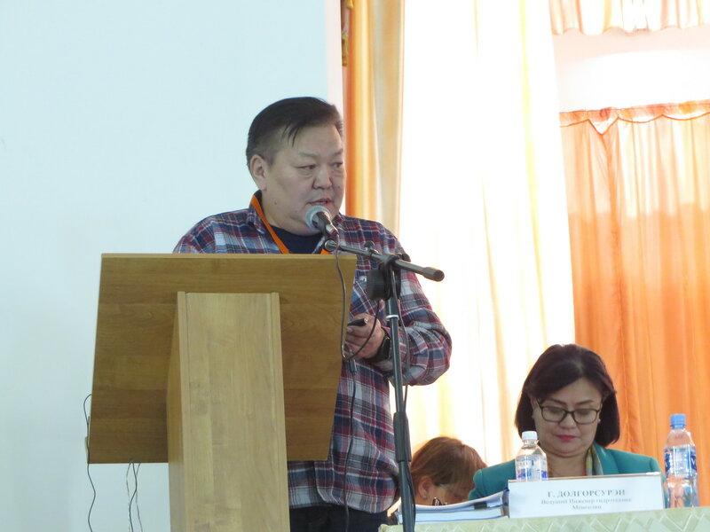 Эксперт по гидроэлектростанциям Г.Ёндонгомбо на слушаниях по монгольским ГЭС (фото: Сергей Шапхаев)