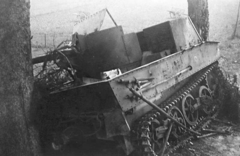 Брошенная бельгийская 47-мм САУ Char leger T13B1.