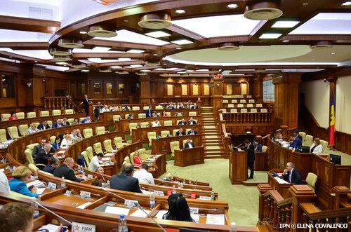 """Очередные кредиты для """"поддержания штанов"""" политикам Молдовы"""