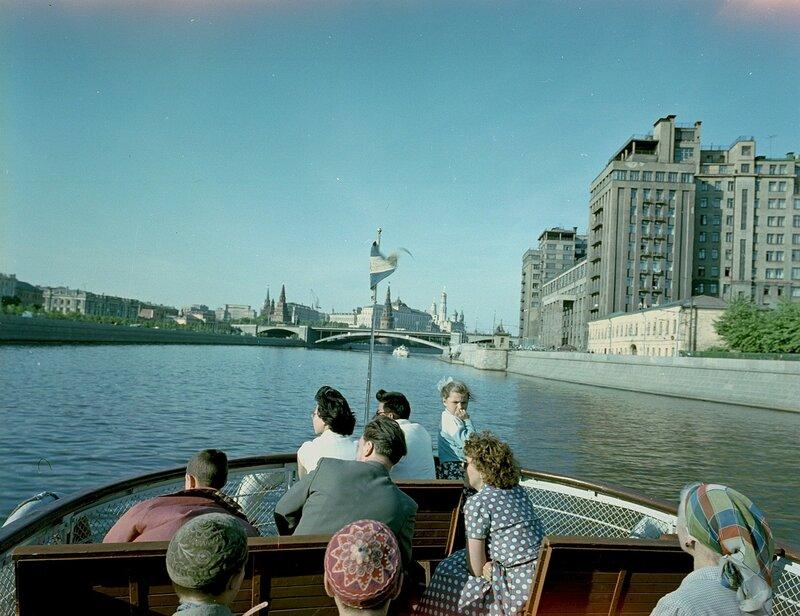 1960 На Москве-реке у Берсеневской набережной Wolfgang G. Schroeter2.jpg