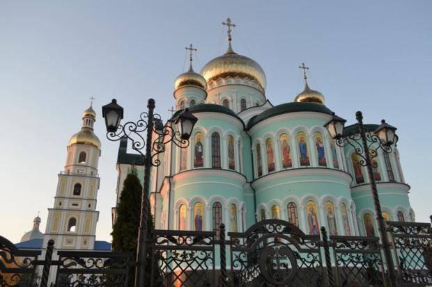 Один из красивейших монастырей Европы находится в Украине (фото)