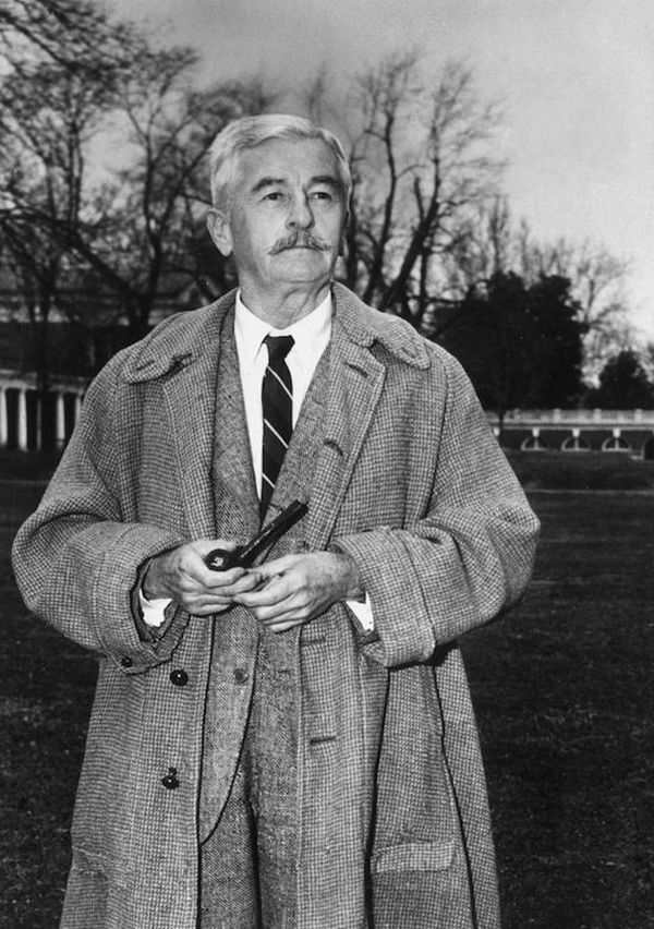42. Уильям Фолкнер несколько лет работал почтальоном, пока не выяснилось, что он частенько выки