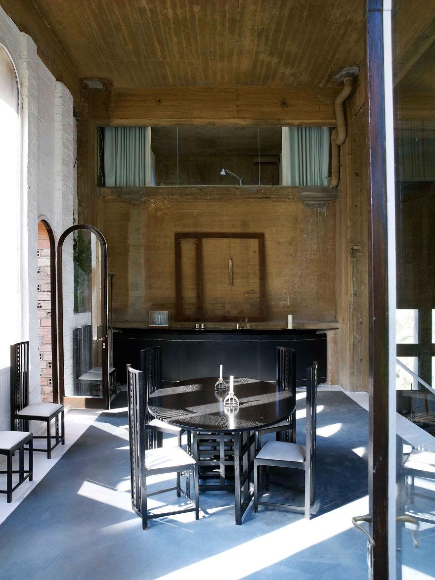 «Кухня-столовая на первом этаже — место для встреч в кругу семьи».