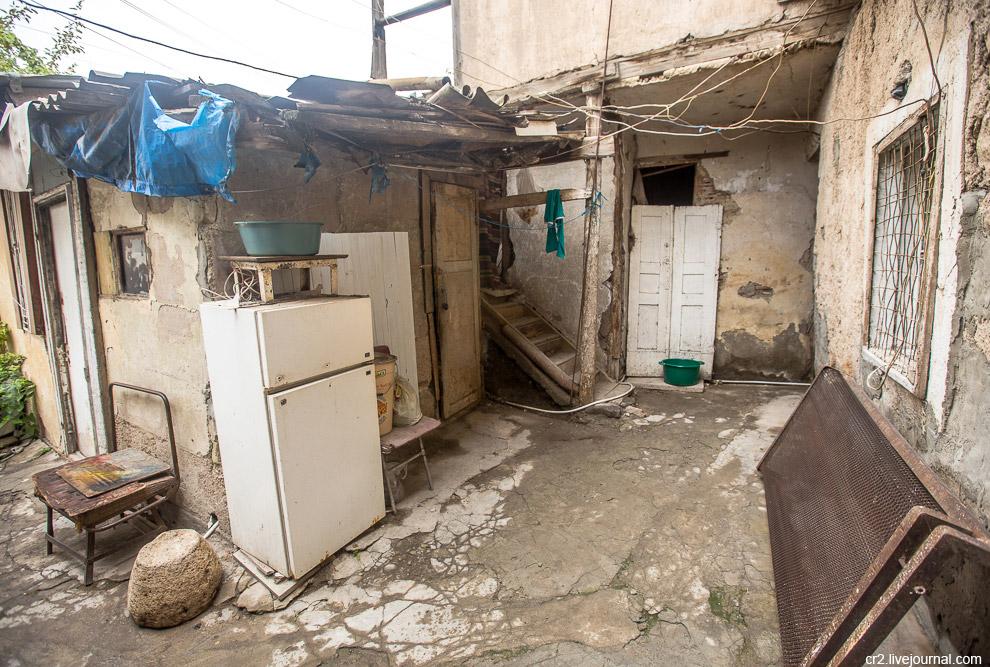 6. Вокруг Конда строится и разрастается Ереван. Поглотит ли современный город один из некогда б