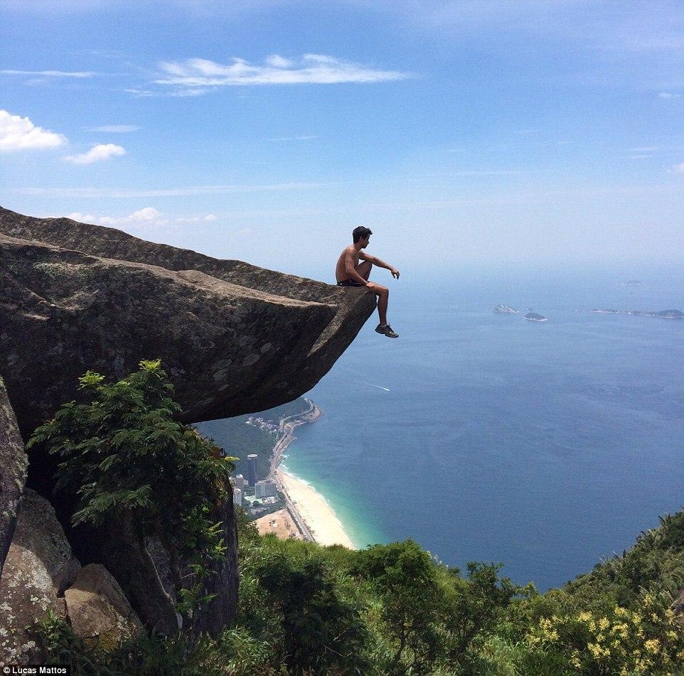 Скала Педра-да-Гавеа – одно из самых опасных мест для селфи в мире (8 фото)