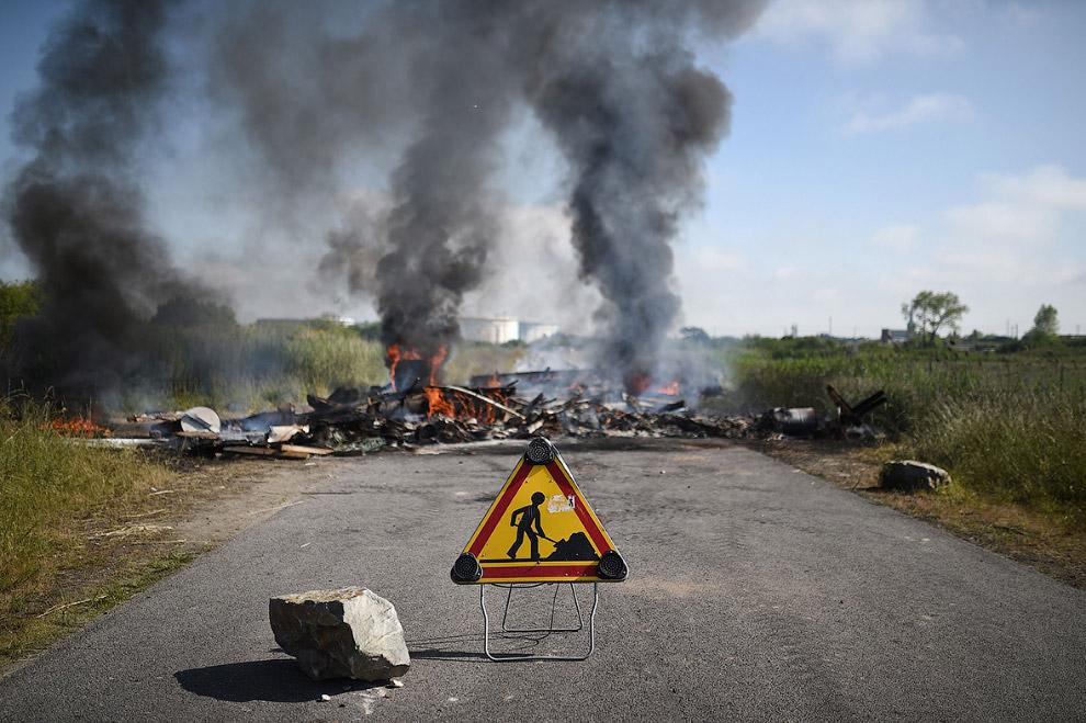 6. Работа четырех из пяти НПЗ французской нефтегазовой компании Total полностью остановлена из-