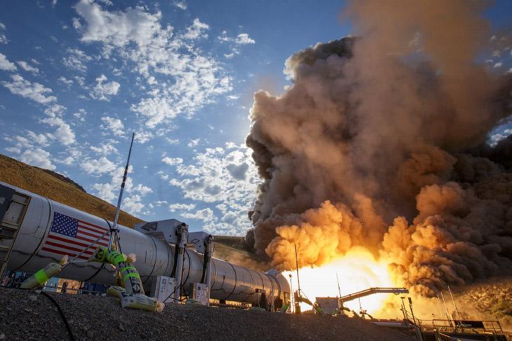 Испытание огнем ракеты для полетов на Марс (12 фото)