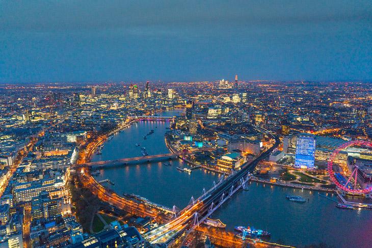 2. Пикадилли-серкус — площадь и транспортная развязка в центральном Лондоне, район Вестминстер. Осно