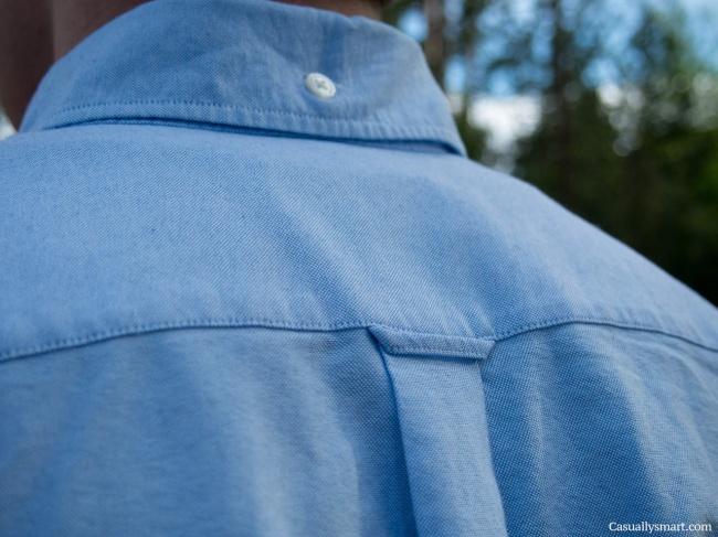 Петелька на рубашке сзади Тут три возможных варианта использования. Первый и самый очевидный — чтобы