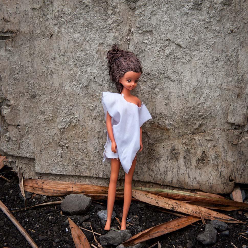 Филиппины, семейный доход — 170 долларов на взрослого в месяц. Любимая игрушка — пластмассовая кукла