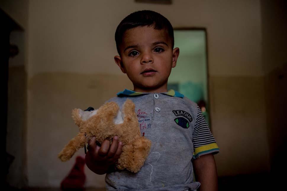 Иордания, семейный доход — 249 долларов на взрослого в месяц. Любимая игрушка — мягкая игрушка.