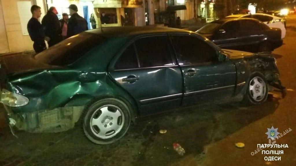 Шофёр Mercedes совершил ДТП иоткрыл стрельбу поучастникам трагедии