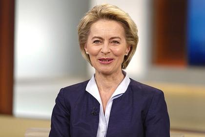 Министр обороны ФРГ отказалась уходить вотставку из-за нацистов вбундесвере