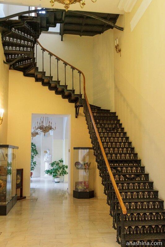 Чугунная лестница, дом Пашкова
