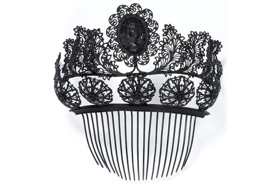 Ювелирные украшения из чугуна первой половины XIX века