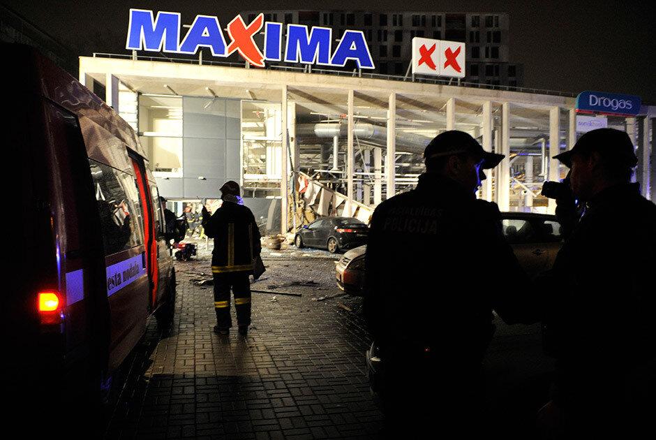 В Риге, в торговом центре Maxima обрушилась крыша. Число погибших приблизилось к 20