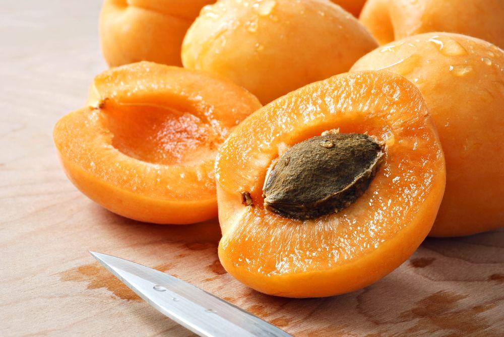 8. Фруктовые косточки Яд: синильная кислота, которая присутствует в вишневых, черешневых, абрикосовы
